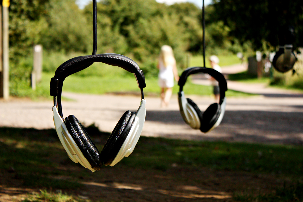 Listening_devices_CC-by-nc-sa_abrinsky_Listening_Tree_Alex_Metcalf_headphones
