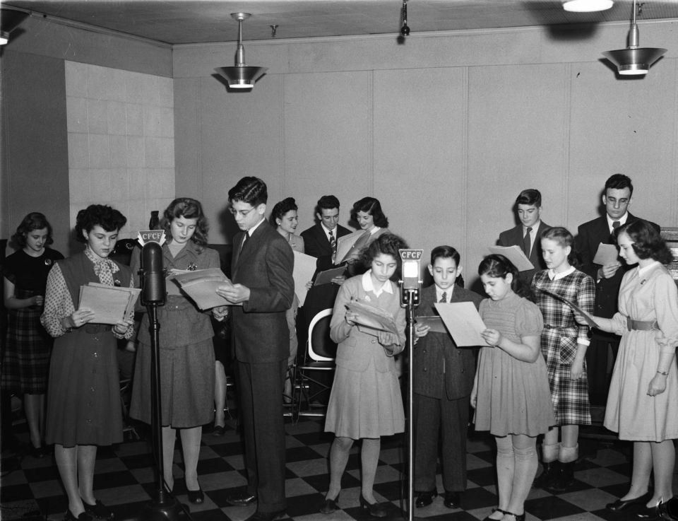 Radio._Children's_Theatre_BAnQ_P48S1P23345